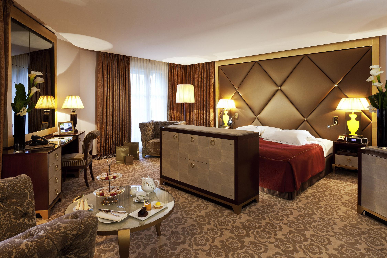 Luxury travel the most unique hotels in paris for Unique luxury hotels