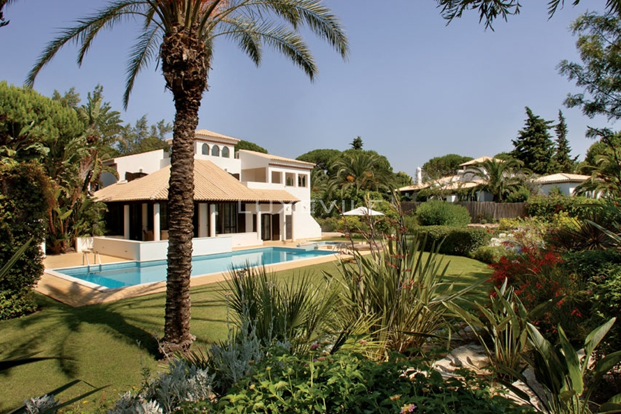 Property for sale in portugal: 3 villas to keep you on vacation all year