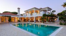 Casas de luxo: 5 piscinas para relaxar
